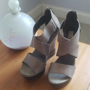 Gorgeous Mia Limited Edition Wedges